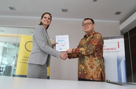OBG Country Director Indonesia Carmen Ucelay Presenting the CEO Survey Results to Athanasius Tanubrata, CEO, BDO Indonesia