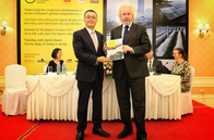 OBG Chairman Michael Benson-Colpi with the Assistant to the Minister of Foreign Affairs Vũ Quang Minh at the launching ceremony of The Report: Vietnam 2017